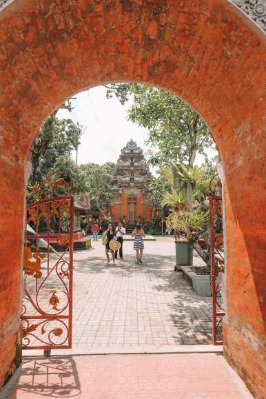 Bali Travel Diary - Ubud Palace, Uluwatu and Tanah Lot (2)