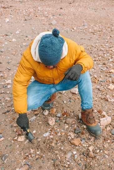 Searching For Dinosaurs And Fossils On The Jurassic Coast Of England (11)