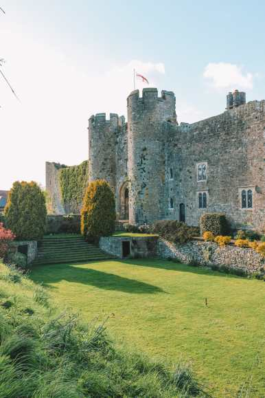 Here's How To Stay In A 1,000 Year Old Castle In England (4)