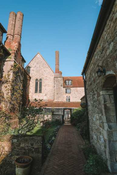 Here's How To Stay In A 1,000 Year Old Castle In England (9)