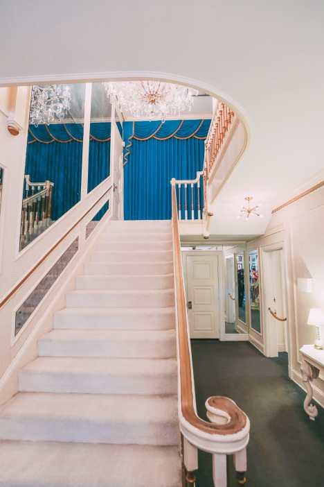 Visiting Graceland - The Home Of Elvis Presley (9)