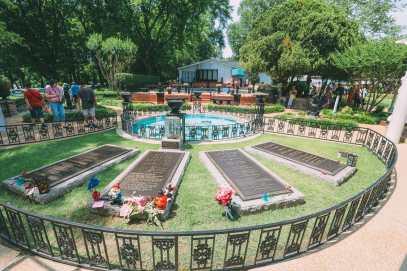 Visiting Graceland - The Home Of Elvis Presley (32)