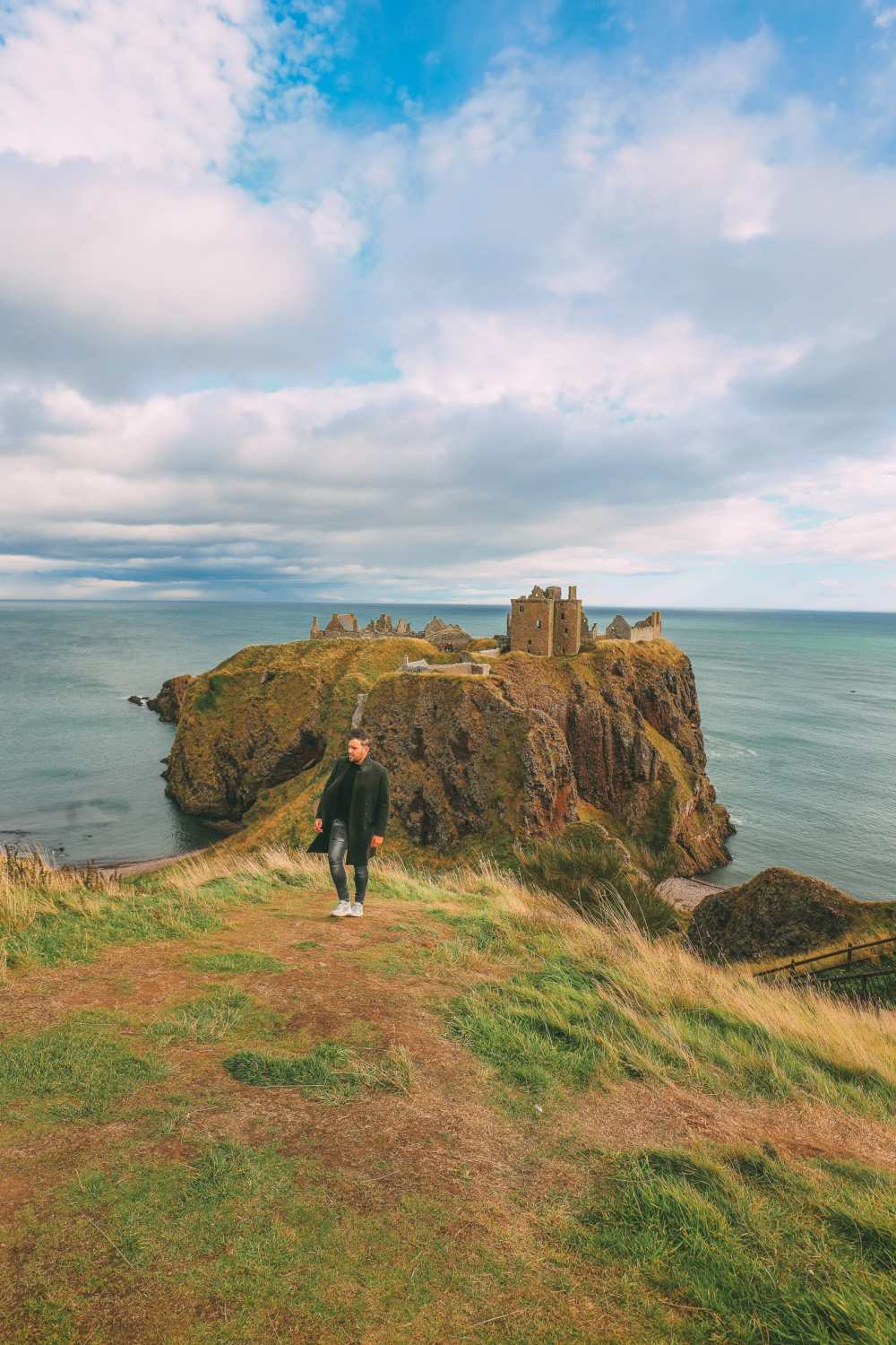 Exploring the old Dunnottar Castle ... in Stonehaven, Scotland (13)