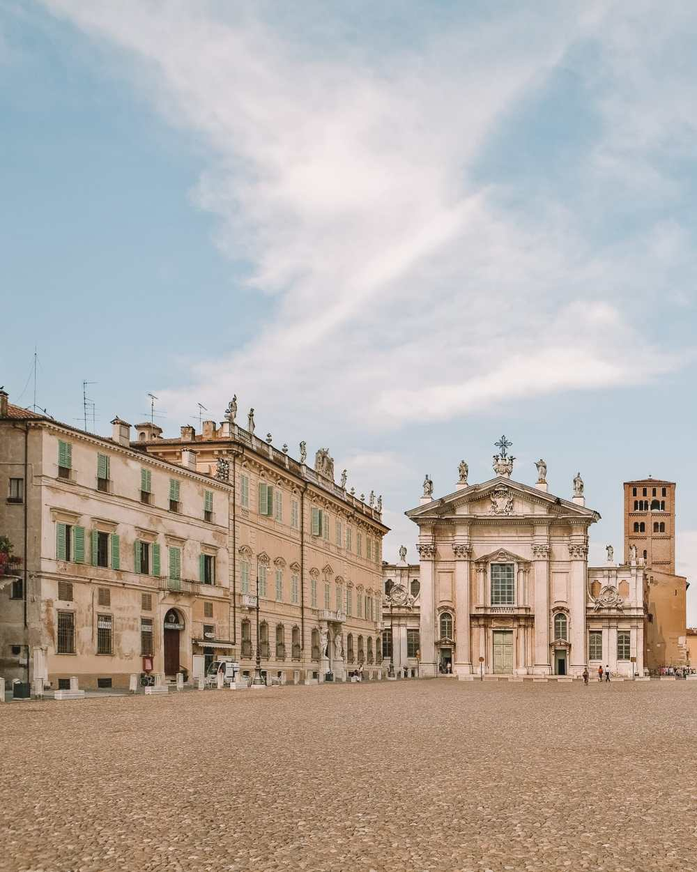 Why You Need To Visit The Ancient City Of Mantua, Italy (16)