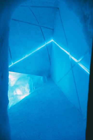 Here's What The ICEHOTEL Looks Like Inside (50)
