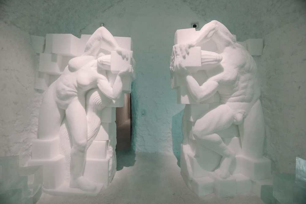 Here's What The ICEHOTEL Looks Like Inside (77)