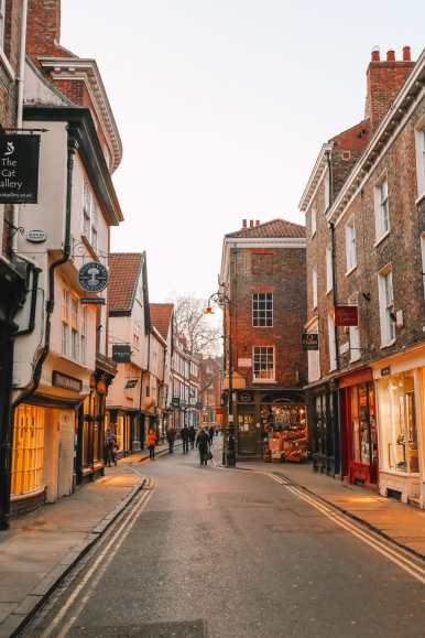 Exploring The Beautiful Ancient City Of York, England (49)