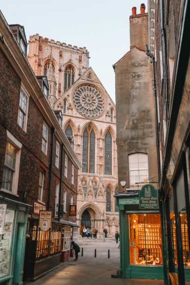 Exploring The Beautiful Ancient City Of York, England (50)