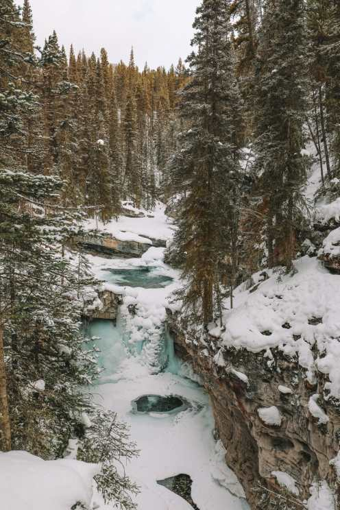 Hiking Johnston Canyon And Seeing The Northern Lights Over Canada (11)