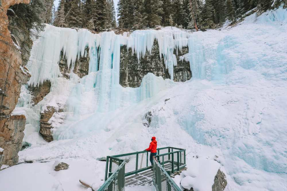 Hiking Johnston Canyon And Seeing The Northern Lights Over Canada (17)