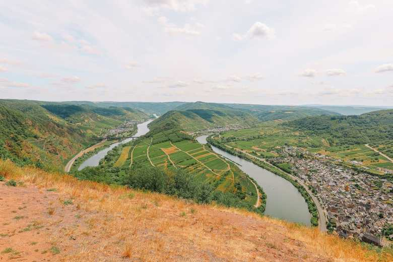 The Incredible Moselle Loop And Beautiful Town Of Bernkastel Kues In Germany (2)