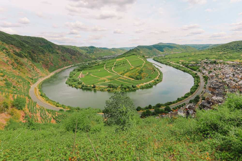 The Incredible Moselle Loop And Beautiful Town Of Bernkastel Kues In Germany (5)