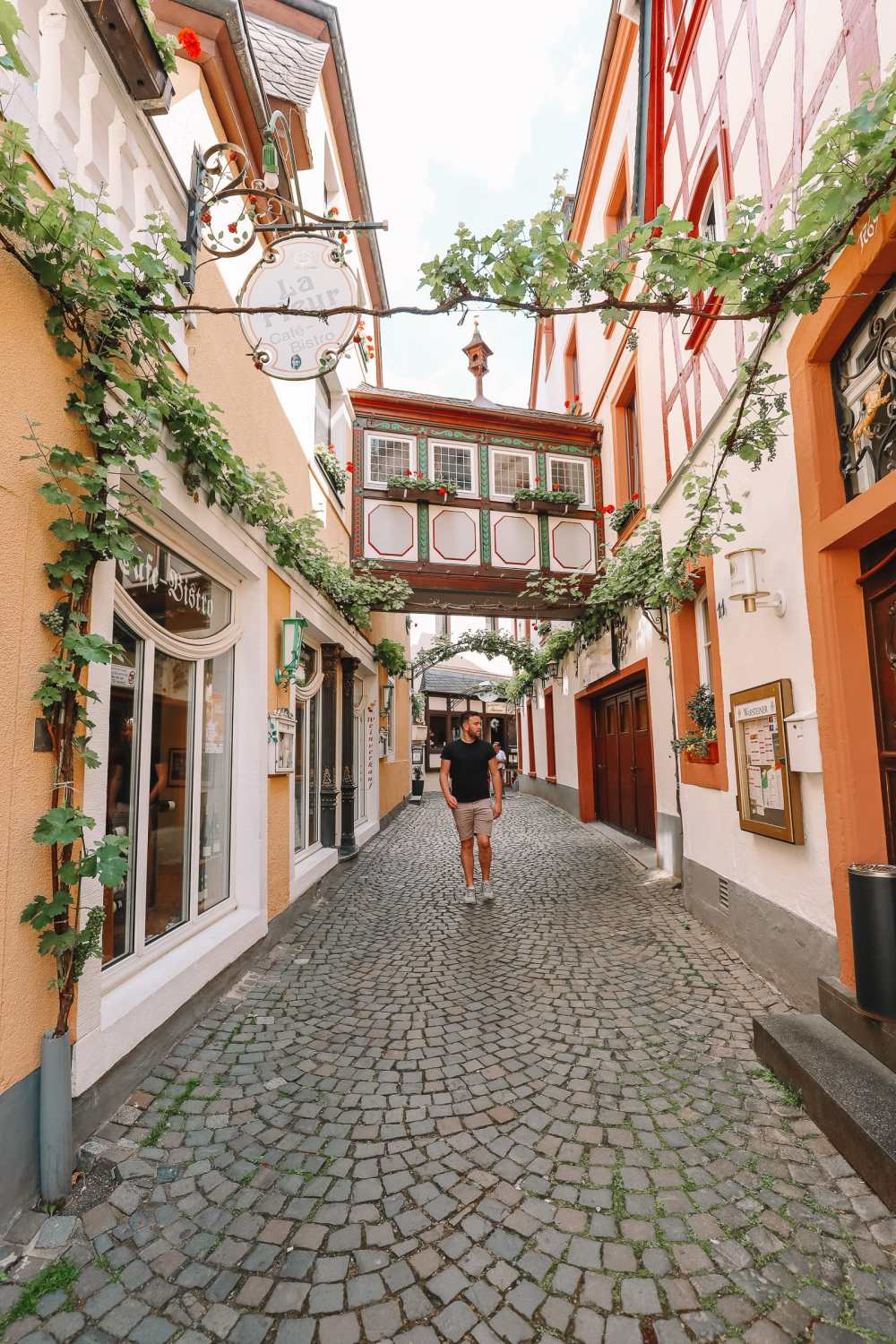 The Incredible Moselle Loop And Beautiful Town Of Bernkastel Kues In Germany (9)