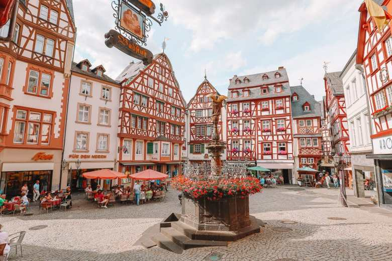 The Incredible Moselle Loop And Beautiful Town Of Bernkastel Kues In Germany (17)