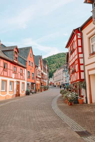 The Incredible Moselle Loop And Beautiful Town Of Bernkastel Kues In Germany (29)