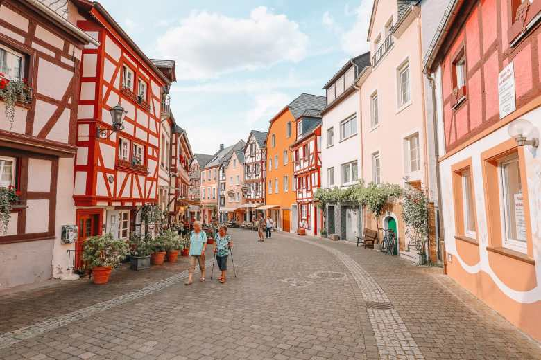 The Incredible Moselle Loop And Beautiful Town Of Bernkastel Kues In Germany (31)