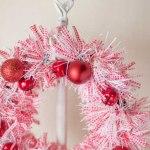 クリスマスリースを手作りで100均編!3分で簡単・おしゃれに飾るコツ