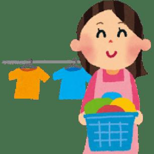 洗濯物を干すママ