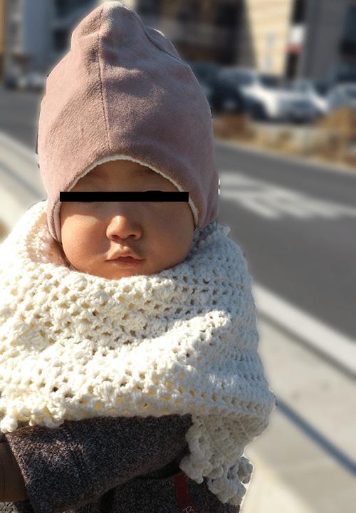 毛糸の手編みポンチョ