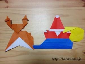 折り紙でサンタクロースとトナカイとそり