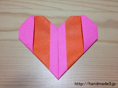 折り紙で2色のハートを折った
