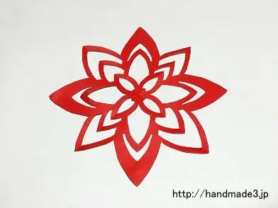 折り紙で花の切り紙を作った
