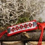 Мартеница за ръка с шевица 5 цветчета