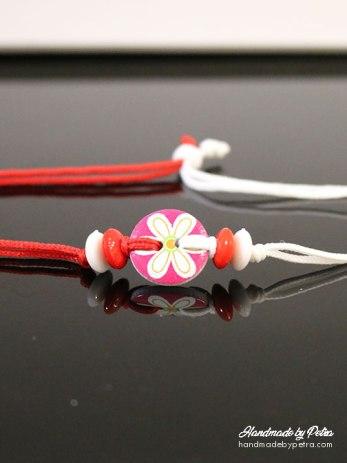 Мартеница за ръка с розово копче и голямо цвете