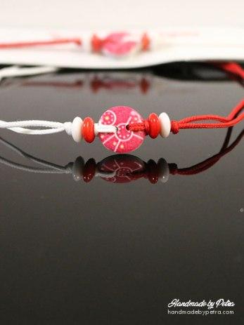Мартеница за ръка с копче в розово и колелца