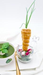 Spinatcremesuppe mit Lachskarotte