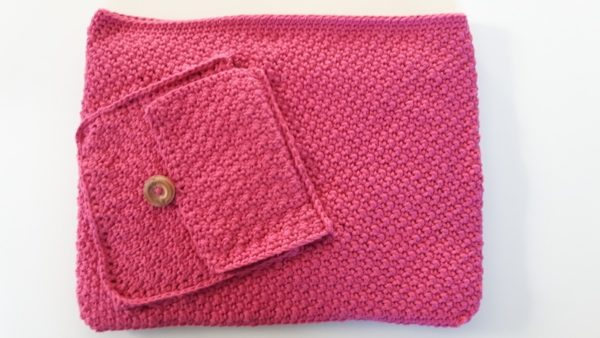 Laptop sleeve with a pocket