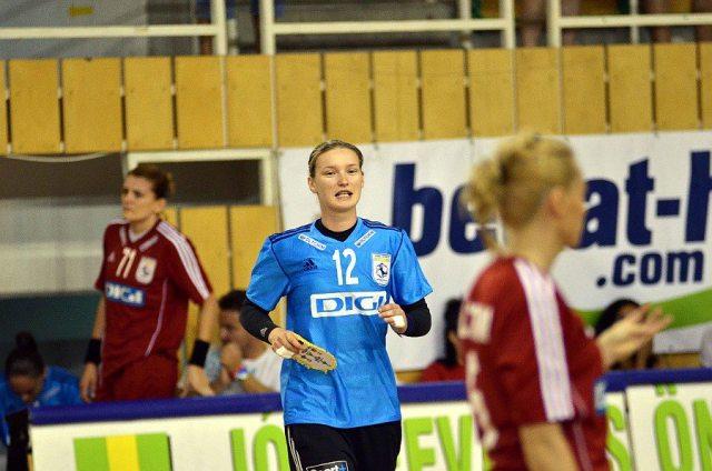 L'un des seuls matchs disputés par Amandine Leynaud avec Oltchim Valcea lors d'un tournoi amical courant août.