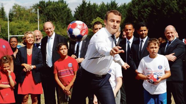 JO |  Emmanuel Macron guarantees 500 handball pitches for Paris 2024