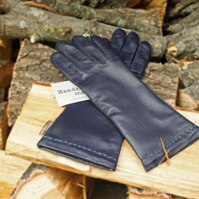 Handsker med håndsyet detalje