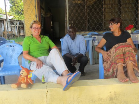Sue Bromhead (l) and Jacky Gendre with Papa Jean, Mbandaka guesthouse manager