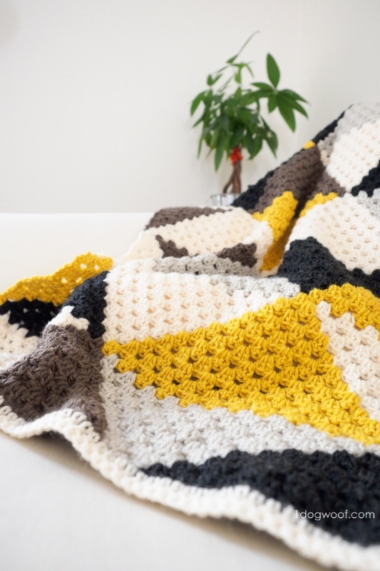 blanket with crochet triangle pattern