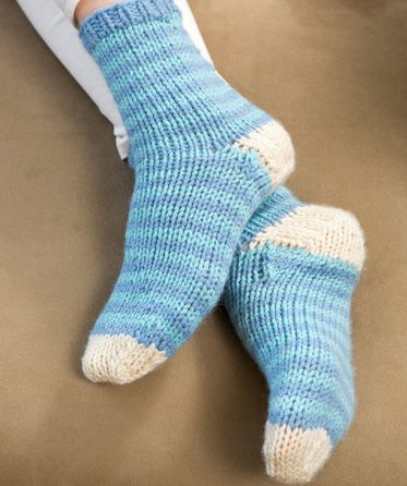 sock knitting patterns that are easy for beginners like these blue ribbed socks