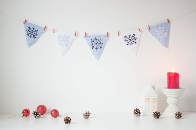 Knitted-Christmas-Bunting