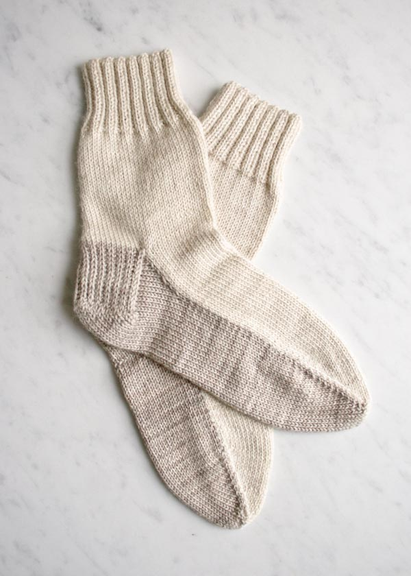 Seamed sock knitting pattern