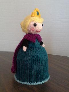 knitted Elsa doll