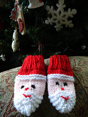 Knitted-Baby-Santa-Mittens