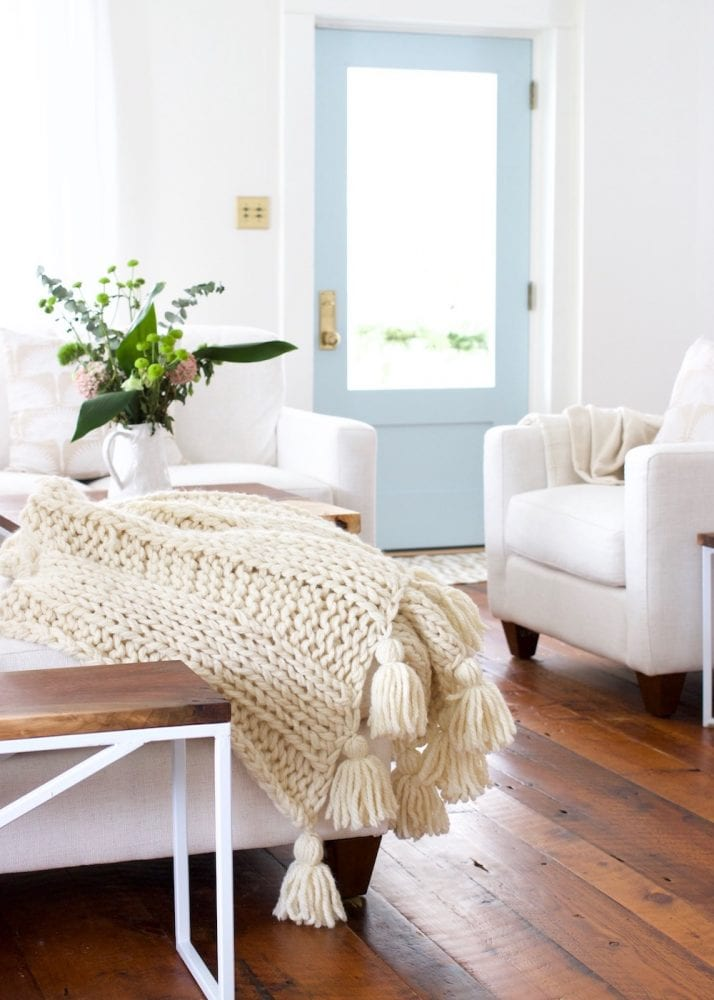 Chunky-Knit-Blanket-with-tassels