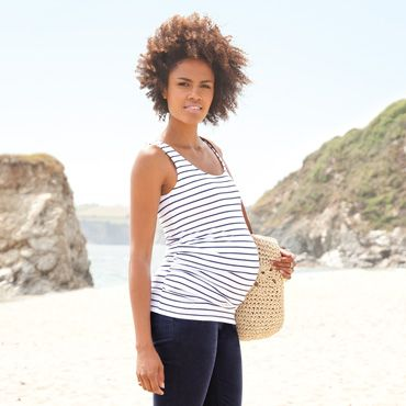 capsule wardrobe ideas for maternity beach wear
