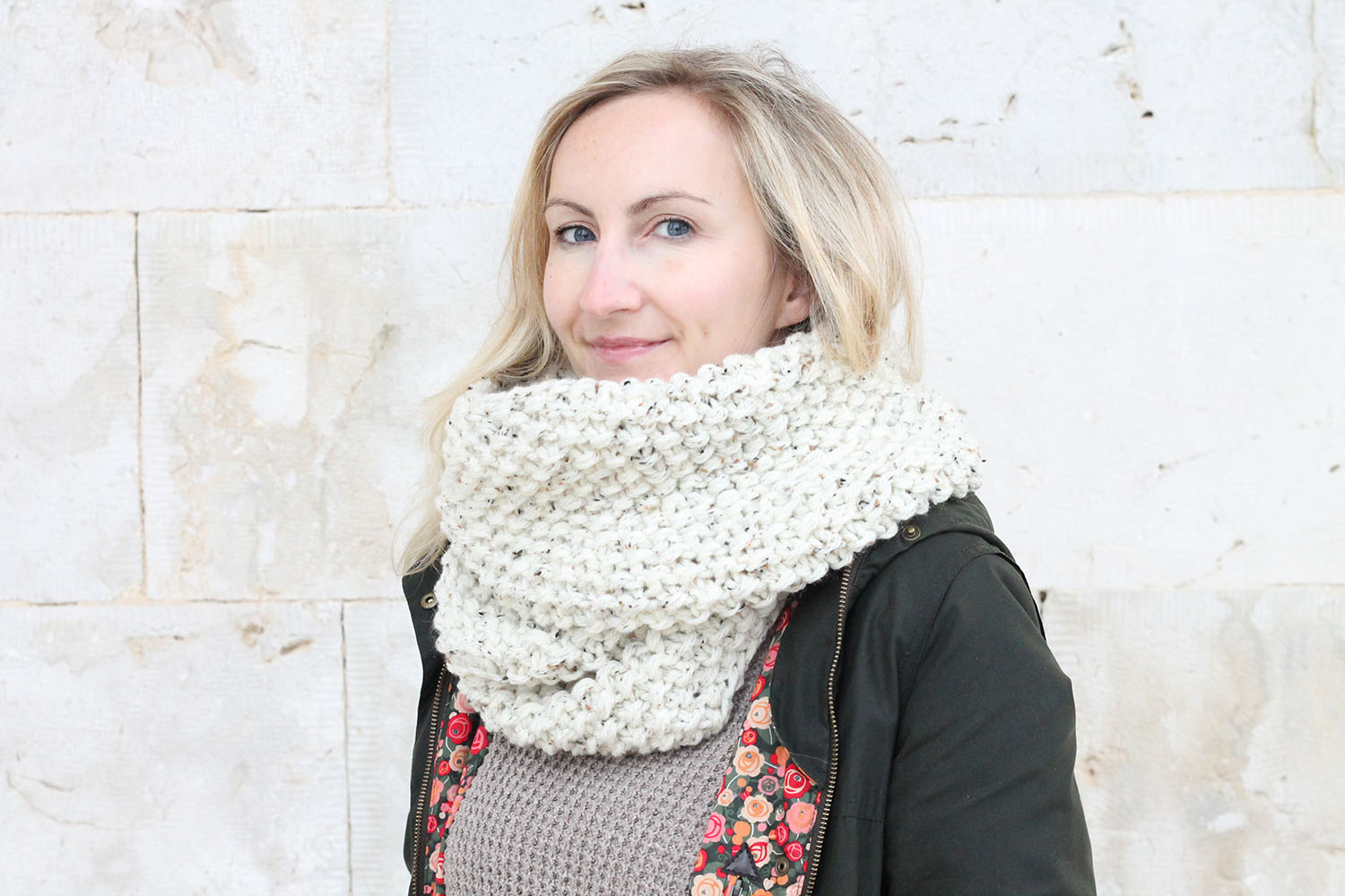seed-stitch-knitted-infinity-scarf