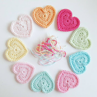 crochet hearts in pastel coloured yarns