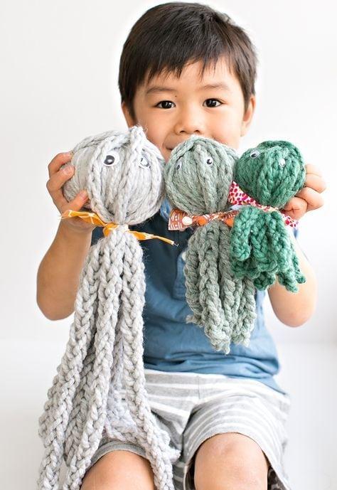 finger knit octopus