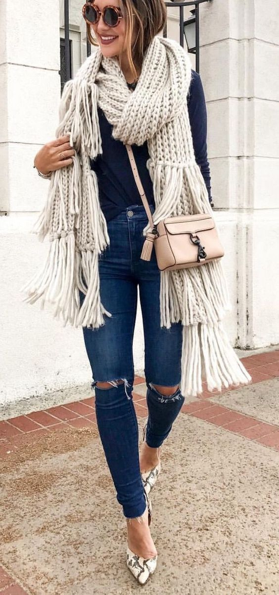 fall outfit ideas including knitted scarves