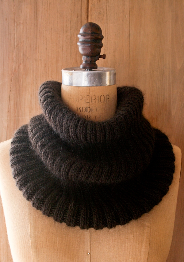 Ribbed-Knit-Cowl