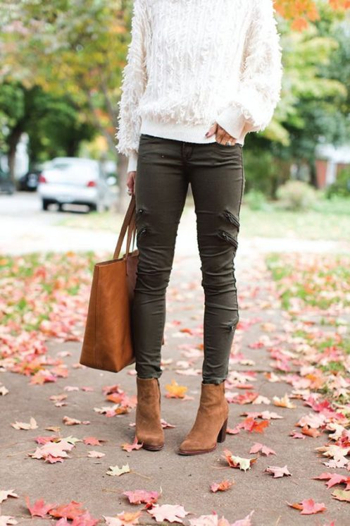 fall outfit with sweater-jeans and tan ankle boots