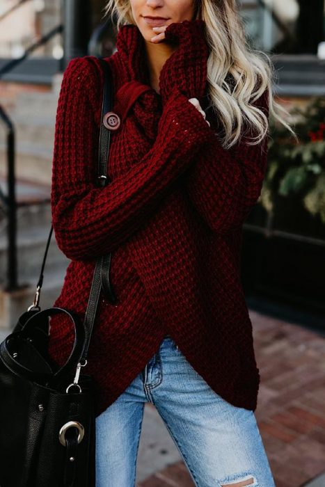 High neck knitted sweater in cranberry